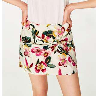 Brand new Zara floral mini skirt