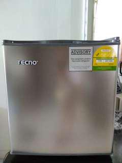 Bar fridge/ Mini fridge