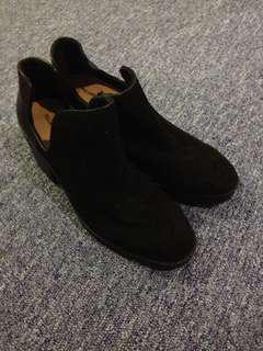 PULL&BEAR BOOTS size 36,38