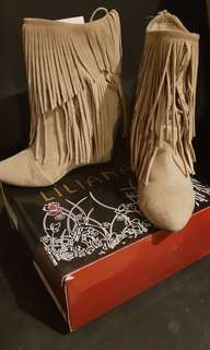 Wedge Boots with fringes