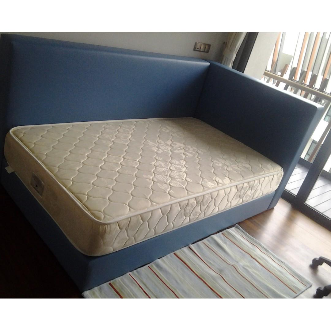 Picture of: L Shape Platform Bed Blue And Pink Colour Furniture Beds Mattresses On Carousell