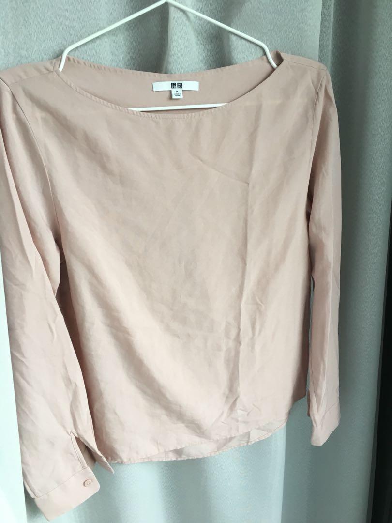 74c3367ce38fdd UNIQLO Pale Pink Top