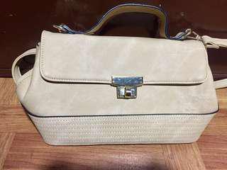Ladies hand/sling bag