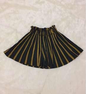HW Flowy Short Skirt