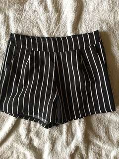Stripes Shorts ✨