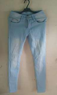 Bleached blue jeans / Sky blue