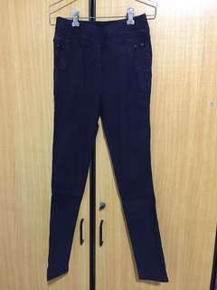 Dark blue pants elastic