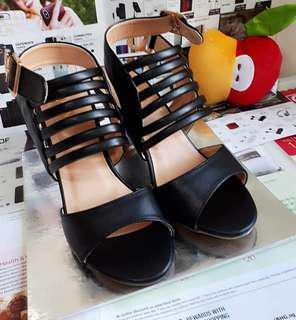 Brand new high quality heels
