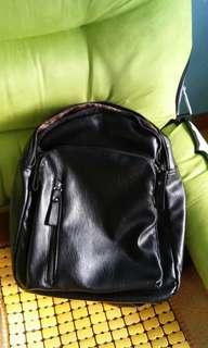 💜黑色軟皮小背包💜