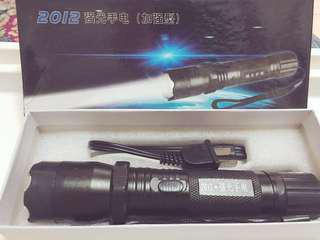 手電筒+電擊棒