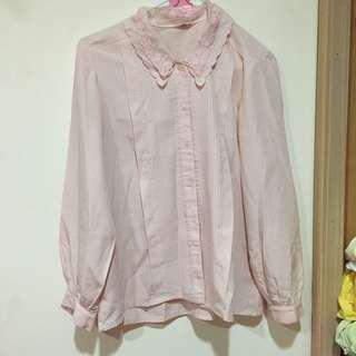 🚚 古著 嫩粉蕾絲襯衫