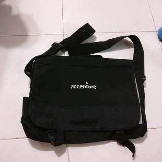 Sling bag; size can put in a 14 inch labtop
