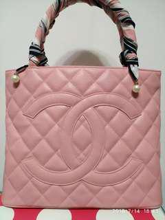 Chanel bag Vintage 九成新% 中古代已經買少見少超級新淨 皮質仲勁靚 四角無損 好似冇用過咁 超級新淨 可以上膊 容量非常之大