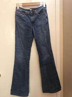 Tommy pants fits like sz 24-25