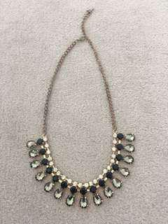 Fashionable gem necklace