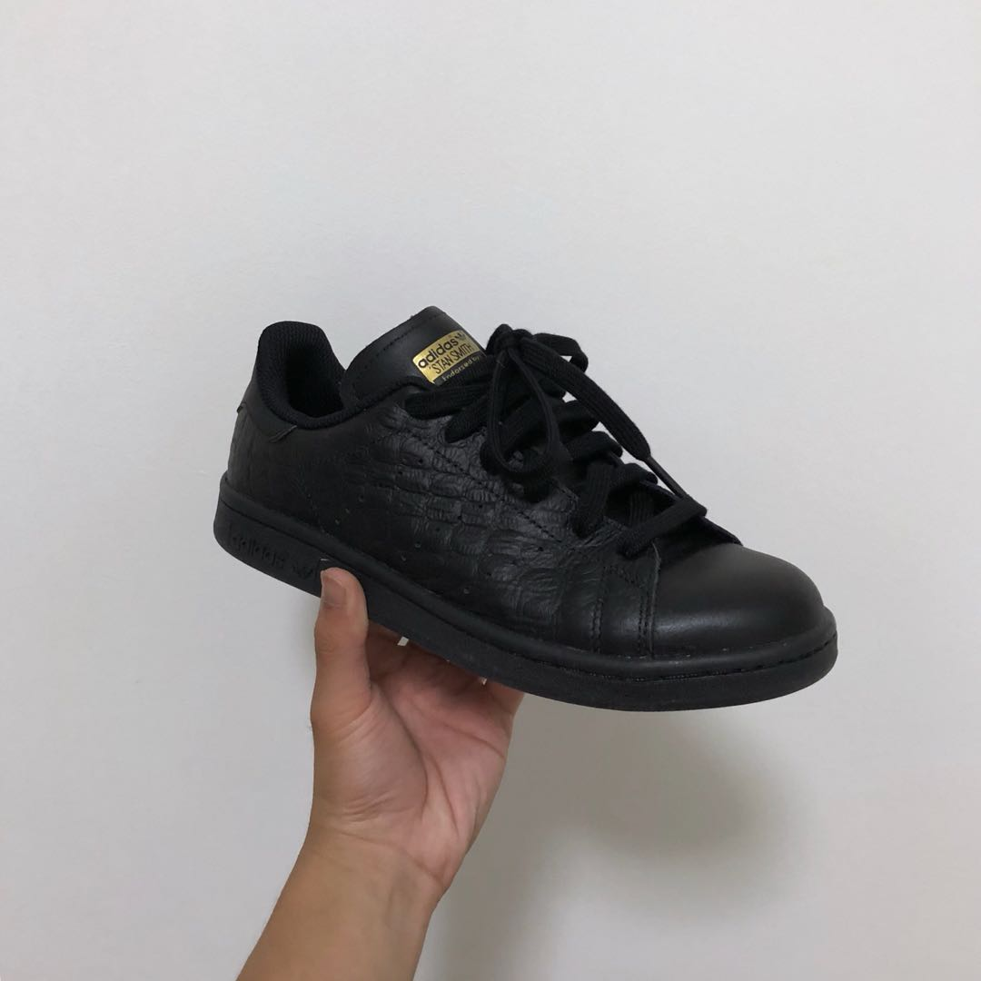 b925a36bfe388c 40) Adidas Stan Smith