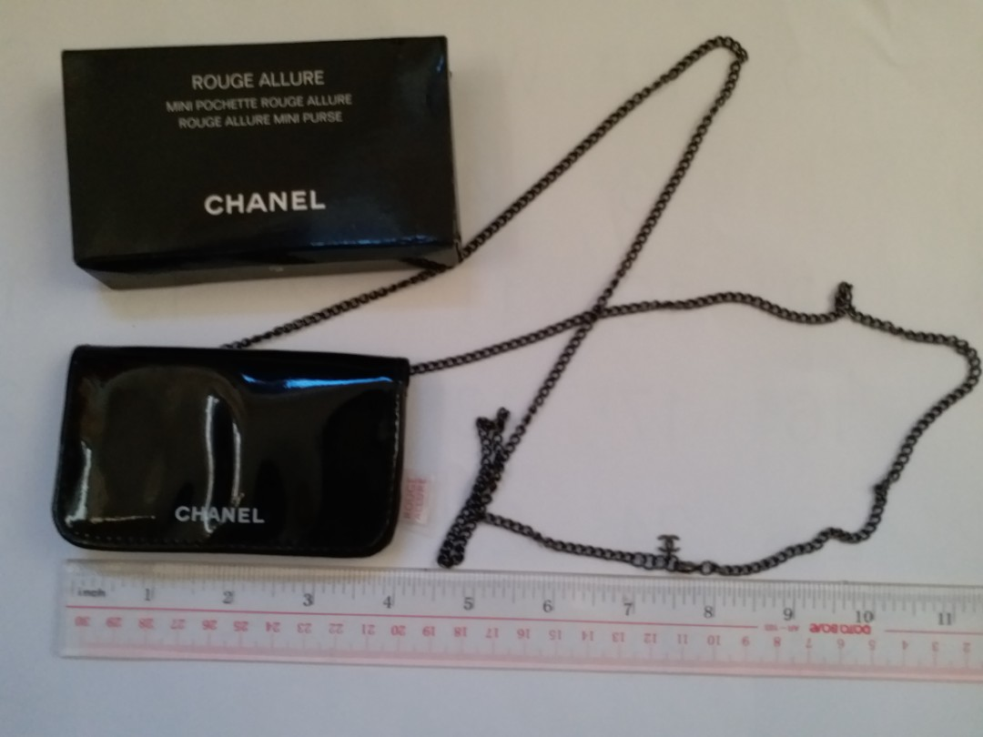 a6e44037b45aca Chanel card holder VIP GWP item with paper box, Women's Fashion ...