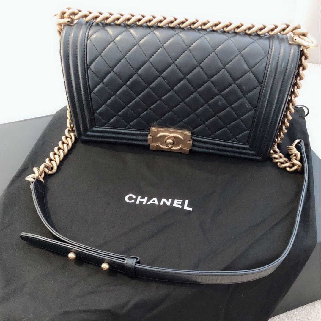 44675ba57563 Chanel Chanelboy in medium size with Gold hardware (lambskin ...