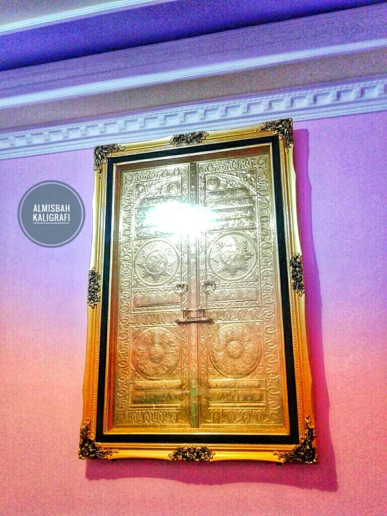 Hiasan Dinding Kaligrafi Pintu Ka Bah Kuningan Asli 143x83cm