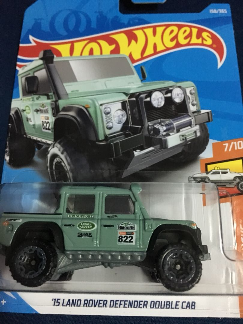 hotwheel 15 land rover defender double cab, toys & games, other toys