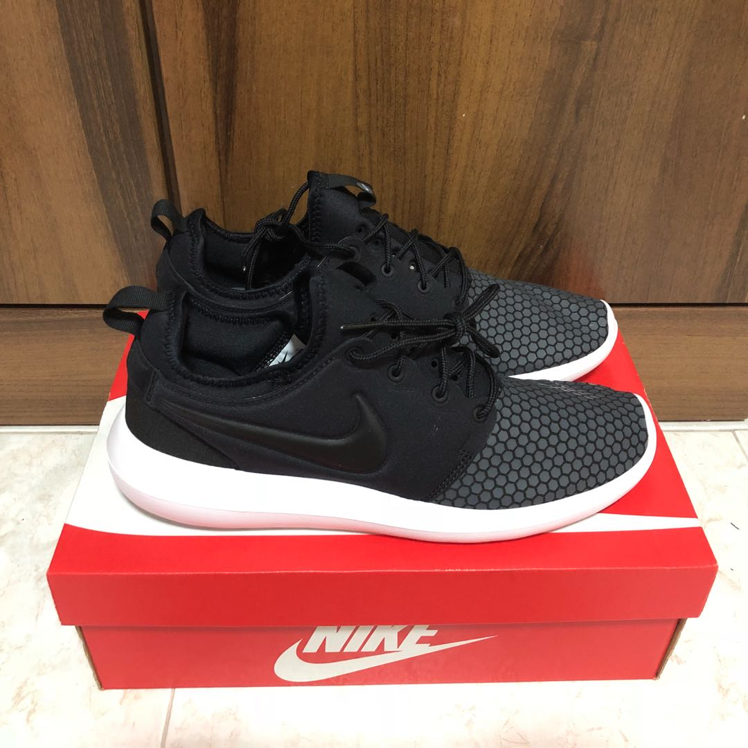 newest f87b3 70bfc Nike Roshe Two SE, Men s Fashion, Footwear, Others on Carousell