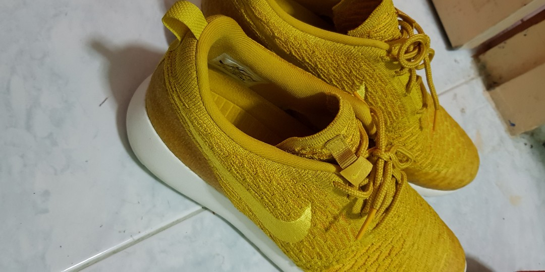 88f064bbd282 Nike Womens Roshe One Flyknit Yellow