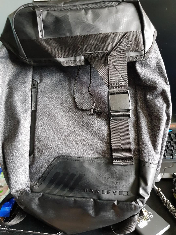 6d79e5923 Oakley Urban Carry Backpack, Men's Fashion, Bags & Wallets ...