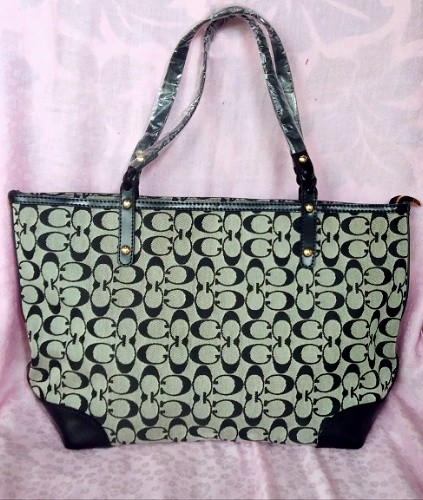 08e12200087 OUFILASI BAG, Women s Fashion, Bags   Wallets on Carousell