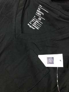 BNWT ~ Gap ladies T-shirt with pocket (short sleeve)