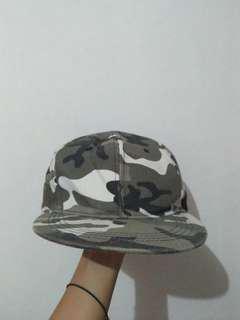 Topi snapback army