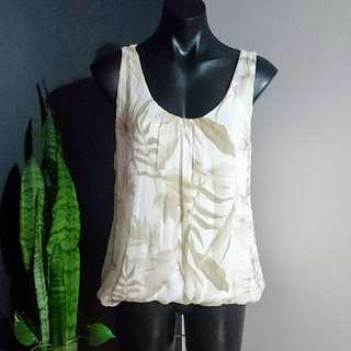 Women's size M 'GIUSY' Gorgeous silk floral print top, made in Italy - AS NEW