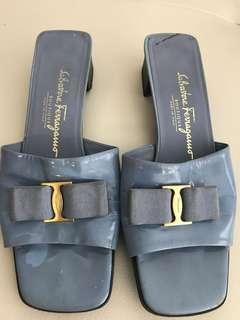Vintage Salvatore Ferragamo Vara Bow Sandals Size 8