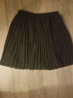 Uniqlo black pleated skirt, S