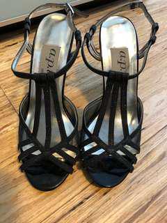 Black glimmer heeled shoes