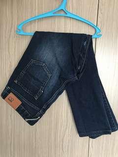 Bench dark blue slim fit strech jeans semi ripped size 32
