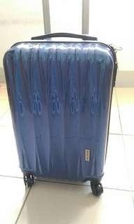 品質優良 價廉物美 全新未使用 V字紋#藍洞靛行李箱 20吋  四輪360度旋轉 安全密碼鎖
