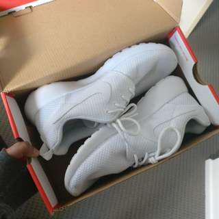 White Nike Roshe - Size 8