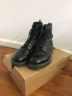 Black Doc Martens 38