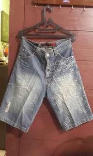 Celana pendek ripped jeans size 31