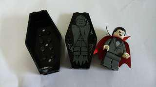 Lego - rare lord dracula vampire minifig and coffin casket from scooby doo mansion 75904 set ( not from minifig series)