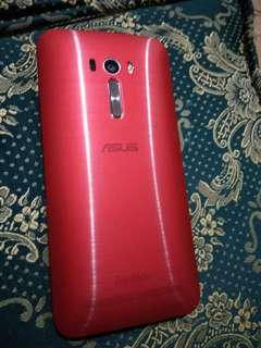 Asus Zenfone Selfie like new with box