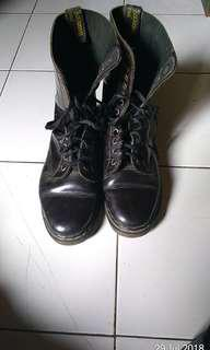 Sepatu Dr. Martens ori 12 holes warna black coffee rare item