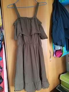 軍綠吊帶收腰兩著斯文長裙