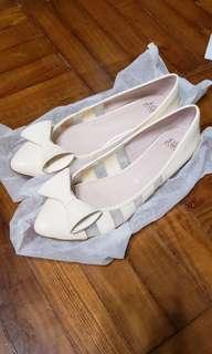 Katie Judith 米色上班尖頭鞋一對 春夏款式 (I.T. 品牌)