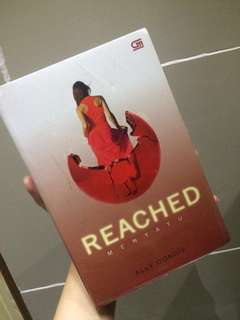 Reached by Allie Condie [PAPERBACK, INDO VER]