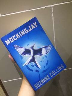Mockingjay by Suzanne Collins [PAPERBACK, ENGLISH VER]