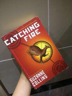 Catching Fire by Suzanne Collins [PAPERBACK, ENGLISH VER]