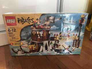Lego Pirates 6253 Shipwreck Hideout [Year: 2009]