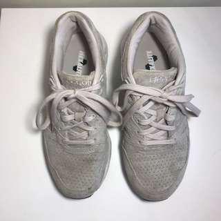 Ladies grey sneakers