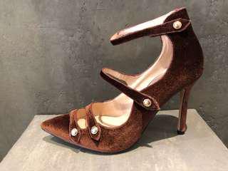 🚚 綁帶羅馬深咖啡色絨面露指縫性感高跟鞋